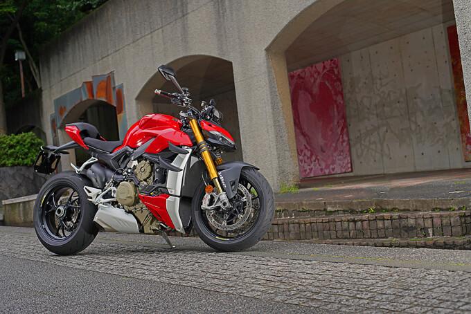 ドゥカティ ストリートファイター V4Sを試乗インプレ!ハイカロリーエンジンを配下とし得られる超快感