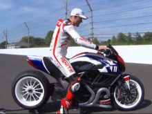 Ben Spies tests a Ducati Diavel drag bikeの画像