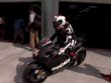Ducati 2014 MotoGP Team warm up videoの画像